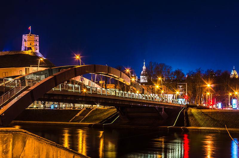 Mindaugas_Bridge_at_Vilnius_in_night